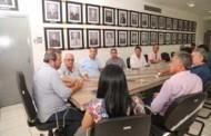 Prefeito recebe representantes de empresa interessada em construir porto do barranco vermelho