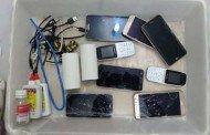 Sinop: Professora é presa ao tentar entrar com 8 celulares em sacola de comida no Ferrugem