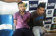 Homens são presos após assaltarem usando simulacro de arma