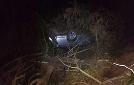 Ladrões caem em ribanceira após roubarem carro e sequestrarem vítima em Cuiabá