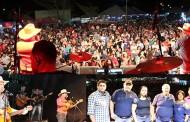 Brenno Reis e Marco Viola cantam seus sucessos, emocionando o grande público no segundo dia do FESTPORTO