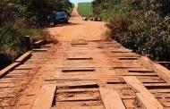 Ponte sobre o rio Vermelhinho é interditada para recuperação