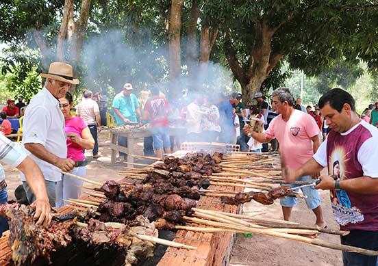 PORTO ESTRELA: Festa de Santa Luzia com churrasco e leilão de gado