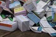 Escola estadual de Barra do Bugres descarta livros didáticos em bom estado de conservação