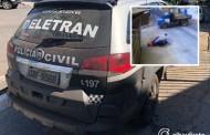 Pilotando moto, adolescente de 15 anos morre ao ser atingido por caminhão em cruzamento