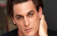 Ator Rodrigo Rocha fala sobre preconceito sofrido por brasileiros em Hollywood