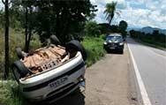 Poconé: Avô e neta de 10 anos morrem após carro capotar na BR-070