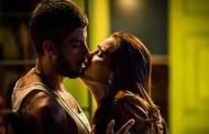 Rosa procura Ícaro e implora por seu amor
