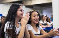 Alunos, professores e profissionais são acolhidos no primeiro dia de aula