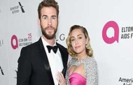 Grávida? Miley Cyrus aparece com barriguinha suspeita em festa de Elton John