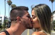 Mayra Cardi mantém sexo na gravidez