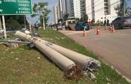Motorista é resgatado em estado grave após perder controle do carro e derrubar poste em Cuiabá