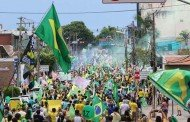 Apoiadores de Bolsonaro fazem passeata em avenida de Cuiabá; PM estima dez mil