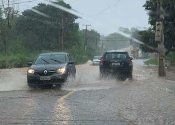 Cuiabá registra o terceiro maior volume de chuva do ano; temporais continuam nos próximos dias