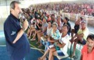 Cáceres: Prefeitura e parceiros distribuem chester a 600 famílias