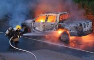 Caminhonete pega fogo em rodovia de MT e fica destruída