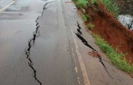 Trecho da BR-163 desmorona em MT após chuvas e motoristas têm que percorrer caminho 100 km mais longo