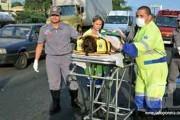 Micro-ônibus tomba com 14 pessoas e deixa 4 feridos