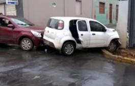 Manhã chuvosa tem acidentes e trânsito lento em Cuiabá