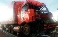 Colisão entre carreta e ônibus deixa um morto e outro ferido na BR-070 em MT