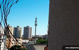 Homem-Aranha' escala 10 andares de prédio e invade 6 apartamentos em Cuiabá