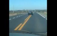 Vídeo flagra carro em ziguezague caindo em barranco na MT-010