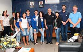 Prefeito Raimundo Nonato recebe jovens cientistas de Barra do Bugres