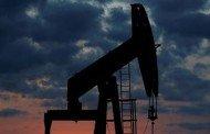 Petróleo tem alta após tombo na semana passada, mas demanda fraca limita ganhos
