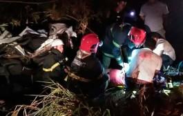 Mulher morre e outra fica ferida após carro capotar e bater em caminhão em Barra do Bugres
