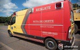 Ultrapassagem em curva deixa cinco feridos em colisão entre Voyage e três carretas