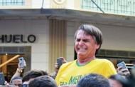 Bolsonaro é esfaqueado em ato político e levado para o hospital em Minas