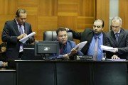 Presidente da ALMT decide arquivar pedido de afastamento de Taques