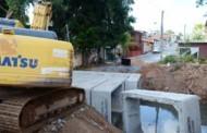 Prefeitura substitui passarela de madeira por bueiro celular de concreto