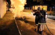 Rapaz ateia fogo em moto da ex que